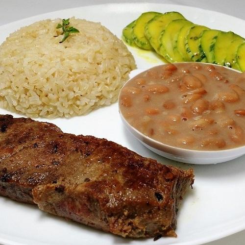 Arroz com feijão, o prato queridinho dos brasileiros